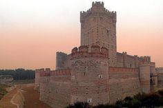 Castillo de la Mota, Medina del Campo, Valladolid - Una de las fortalezas mejor conservadas de España, erigida en el siglo XIV.