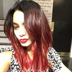 Pin for Later: Die Stars tragen Haare in allen Regenbogenfarben Vanessa Hudgens Quelle: Instagram user riawnacapri
