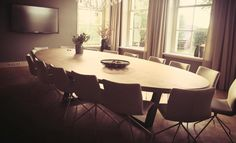 Als je naar iets anders op zoek bent dan een standaard tafel, zijn ovale tafels een geweldige verschijning in huiskamer of kantoor. Op maat gemaakt!
