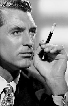 To millions of movie-goers around the world, Cary Grant will forever epitomize the glamour, and the style, of Hollywood in its golden years. With his dark hair and even darker eyes, mischievous smile and effortless elegance, he was, is and always will be indelibly one of the great movie stars. Since his death in 1986, the incandescence of his screen image has not dimmed for a single moment. In a career spanning four decades, Cary Grant became the man every woman longed for. As Burt ...