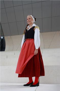 Virolahti man and a woman folk costumes-T: mi Soja Burglary