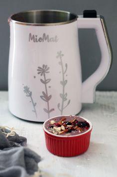 Porrige para un excelente mañana con la MioMat. Mugs, Tableware, Berries, Milkshakes, Veggies, Recipes, Dinnerware, Tumblers, Tablewares