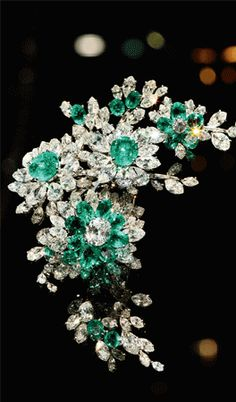 Bulgari - Tremblant Brooch in Platinum With Emeralds And Diamonds, 1960