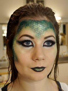 Har haft en skide sjov skoledag i dag - temaet lød avantgarde makeup med dyrisk look. Og jeg har forvandlet min søde model Lisa om til et firben.  Al makeup som er brugt er fra Make Up For Ever som sædvanligt, da det er de produkter vi bruger på makeup skolen. Dertil har jeg været et smut i....