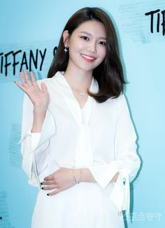 SNSD SooYoung attended Tiffany & Co.'s event Sooyoung Snsd, Asian Celebrities, Daily Pictures, Girl Bands, Girls Generation, Kpop Girls, Asian Beauty, Asian Girl, Bell Sleeve Top