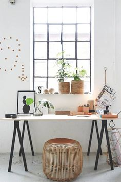 Love the window, there is an ikea table really symilar to this one #table #window