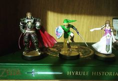 Los viernes ahora son de #amiibo #ganondorf  #link y #zelda son los personajes más icónicos de #hyrulehistoria  #thelegendofzelda #amiibohunt #amiiboaddict #sectorn #sectornintendo #Nintendo  Fridays are now for Amiibo! Here we have the most iconic characters of Hyrule Historia: Ganondorf Link and Zelda.  Photo by Sector N | @nucette24