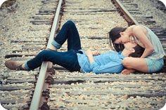 Tonterías nos separan a los dos, una historia sin fin se vuelve a repetir y es que se que soy parte de ti. Por que después de tu amor ya no hay nada. Volvería a apostar por este amor, a perder la razón. Eres tu la ilusión que atrapa mi corazón. Porque siempre caigo rendida cuando tu me llamas, porque siempre a cada minuto te vuelvo a extrañar. Eres para mí desde que te vi, no te dejo de pensar y es que tengo tanto miedo de volverte a amar.