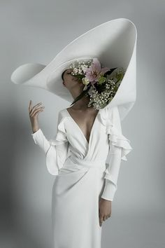 Haute Couture Wedding Style for the Non-Traditional Bride ⋆ Ruffled These designer wedding gowns are perfect for the haute couture bride. The structure, dimension and fabric work together . Couture Mode, Couture Fashion, Couture Trends, Bridal Hat, Bridal Gowns, Wedding Hats, Wedding Gowns, Bouquet Wedding, Plain Wedding Dress
