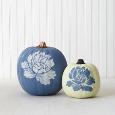Floral pumpkins with Vintage Decor Paint from #marthastewartcrafts