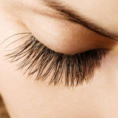 Home Remedies to Enhance Eyelash Growth