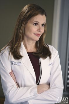 """Below, Davis' character makes her Grey's Anatomy debut in the season 11 premiere, """"I Must Have Lost It on the Wind,"""" which takes its title from Elton John's song of the same name. Description from wiizl.com. I searched for this on bing.com/images"""