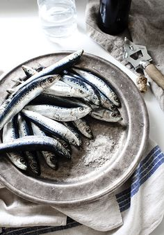 Sardines (June to Oct) Food Styling, Food Photography Styling, In Natura, Fish Dishes, Fish And Seafood, Fish Recipes, Bon Appetit, Food Pictures, Food Art