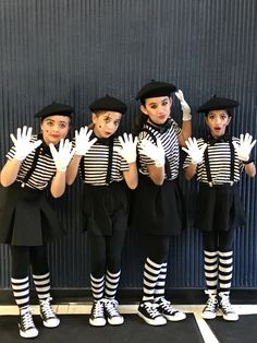 Halloween Mimes Source by Related posts: Sun and moon diy easy Halloween costumes. Halloweekend Wizard of Oz – Halloween Costume Contest at … Circus Halloween Costumes, Up Costumes, Family Costumes, Carnival Costumes, Costumes For Women, Halloween Ideas, Meme Costume, Pantomime, Fancy Dress