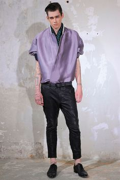 Fucking tool. Sad thing is, nobody has the courage to tell him that he looks ridiculous. That's how shitty fashion trends start.