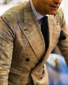 Double breasted suit with a classic blue stripped shirt and a blue tie. Mens Fashion Blog, Mens Fashion Suits, Mens Suits, Sharp Dressed Man, Well Dressed Men, Style Costume Homme, Mode Costume, Men With Street Style, Suit And Tie