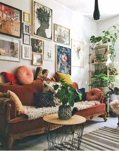 Eclectic Living Room Designs Incorporating Beautiful Mix of Interior Arts - Most creative decoration list Eclectic Living Room, Home Living Room, Apartment Living, Apartment Ideas, Living Room With Plants, Living Room Warm Colors, Hippie Apartment Decor, Earthy Living Room, Burnt Orange Living Room
