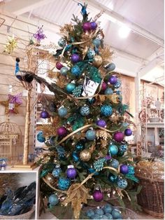 100 Festive Christmas Tree Ideas that'll make the Christmas Cheer even more Vibr. 100 Festive Christmas Tree Ideas that'll make the Christmas Cheer even more Vibrant – Hike n Di Christmas Tree Colour Scheme, Peacock Christmas Tree, Elegant Christmas Trees, Turquoise Christmas, Silver Christmas Decorations, Silver Christmas Tree, Colorful Christmas Tree, Christmas Tree Themes, Xmas Tree