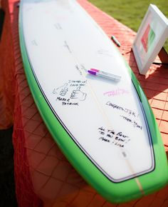 Surf Board Guest Book idea // Photo: The Youngrens
