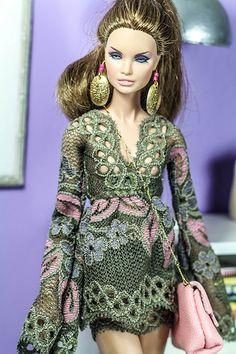 Gorgeous in green. Fashion Figures, Fashion Dolls, Fashion Outfits, Womens Fashion, Beautiful Barbie Dolls, Vintage Barbie Dolls, Diva Dolls, Glamour, Barbie Friends