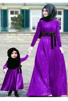 Kembaran Ibu dan Anak Ungu Benhur, Bahan Spandek ( Maxi Dress + Pashmina )     Ibu Fit to L, anak 4 – 6 tahun     Harga : Rp.157.500,-/pasang     Kode Produk / Product Code : M4594