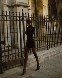 Toute tenue noire, Any black outfit. Bodycon dress with big creoles, black nd baddie. Black Women Fashion, Look Fashion, Autumn Fashion, Womens Fashion, Ladies Fashion, Girl Fashion, Student Fashion, Fashion 2018, Modern Fashion