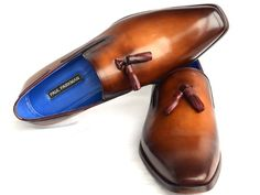 - Plain-toe men's tassel loafer - Walnut brown Italian calfskin leather upper - Brown antiqued leather sole - Blue lining and inner sole - Handcrafted This is a made-to-order product. Please allow 15