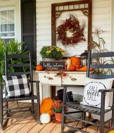 22 Amazing Rustic Porch Decorating for Autumn to Copy Now So straightforward and it's beautiful! When choosing from different fall porch decors, it is crucial to take the total manner Autumn Decorating, Porch Decorating, Decorating Ideas, Fall Home Decor, Autumn Home, Rustic Fall Decor, Home Decoracion, Home Design, Vintage Halloween