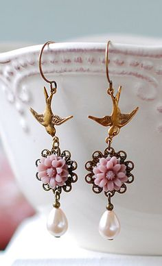 Mauve Daisy Flower Soft Pink Teardrop Pearls Antique
