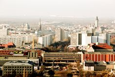 Heute wurde der jüngste Leipziger Quartalsbericht vorgestellt. Dieser verzeichnet überwiegend positive Zahlen für die Stadt. Vor allem die Einwohnerzahl wächst stark. Quelle: Positive Zahlen für Le…