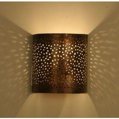 Awesome Und mit dieser Eisen Wandlampe k nnen Sie Ihren eigenen Sternenhimmel genie en Durch die aufwendig ausgeschlagenen