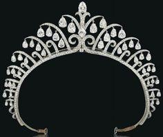 Diamonds in the Library: Amazing Art Deco tiara by Cartier. - http://www.oroscopointernazionaleblog.com/diamonds-in-the-library-amazing-art-deco-tiara-by-cartier/