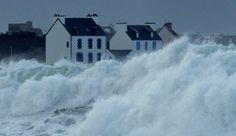 Bretagne sous les vagues de la tempête Petra 2014 (février)