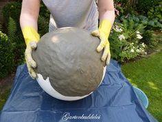 Gartenbuddelei: Today it& creative: concrete ball homemade + raffle Concrete Crafts, Concrete Art, Concrete Garden, Concrete Projects, Garden Crafts, Diy Garden Decor, Garden Projects, Garden Art, Garden Design