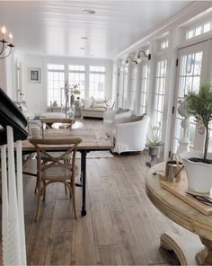 42 Unusual Traditional Dining Room Design Ideas That Looks Elegant French Country Farmhouse, Farmhouse Interior, Modern Farmhouse Decor, Farmhouse Flooring, Modern French Country, Rustic Farmhouse, French Decor, French Country Decorating, Deco Design