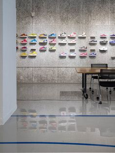 Shoe Store Design, Retail Store Design, Retail Shop, Kids Shoe Stores, Kids Store, Note Design Studio, Shoe Wall, Retail Fixtures, Retail Concepts