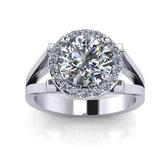 Sumptuous Diamond Engagement Ring