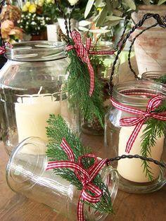 Simple Christmas decorations...love the mason jars!