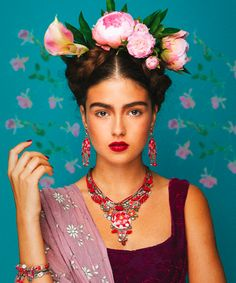 This lovely tribute to Frida Kahlo features jewelry by artist Ayala Bar. Visit the Blanton Museum Shop to see some of her newest pieces! Mexican Fashion, Mexican Style, Costume Frida Kahlo, Frida Kahlo Makeup, Freida Kahlo Costume, Karneval Diy, Fridah Kahlo, Looks Adidas, Halloween Karneval