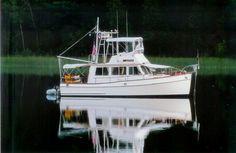 Grand Banks 32 Sedan boats for sale Trawler Yacht, Trawler Boats, Grand Banks Yachts, Ship In Bottle, Power Boats For Sale, Bay Boats, Classic Yachts, Paddle Boat, Cool Boats