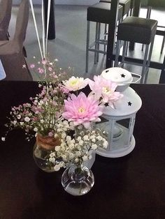 Centerpiece in light pink and whites.