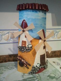 Teja decorada con masa relieve haciendo molinos! Roof Tiles, Sweet Home, Sarah Kay, Candles, Holiday Decor, Crochet, Home Decor, Ideas, Husband