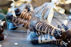 4 tips til sprø, seige kransekakestenger Scandinavian Food, Recipe Boards, Diy Cake, Cake Decorating, Food And Drink, Table Decorations, Recipes, Kuchen, Recipies