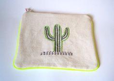 Trousse zippée brodée Cactus III par LatelierdEloiseS sur Etsy