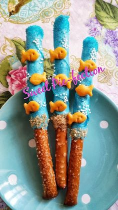 Goldfish Pretzels, Chocolate Covered Pretzel Rods - Goldfish, Under the Sea, Bubble Guppies, Nautical, Nemo, Little Mermaid - 1 dozen by SweetPiefection on Etsy https://www.etsy.com/listing/193594583/goldfish-pretzels-chocolate-covered