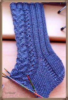 Fido: October socks von Niina Laitinen (in Ravelry)http:/. Crochet Socks, Knitting Socks, Knitting Needles, Hand Knitting, Knit Crochet, Knit Socks, Baby Knitting Patterns, Crochet Patterns, Knitted Booties