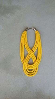 COLAR  NINETY Rope Jewelry, Macrame Jewelry, Jewelry Crafts, Jewelery, Handmade Jewelry, Felt Necklace, Rope Necklace, Leather Necklace, Textile Jewelry