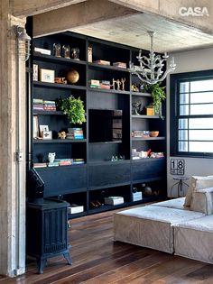 Apartamento tem jeito de loft com paredes detonadas de propósito - Casa