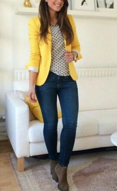 I love the yellow blazer combined with jeans. A great causal look Gorgeous outfit for the office with blue jeans and yellow blazer Outfit Jeans, Yellow Jeans Outfit, Jeans Outfit For Work, Comfy Work Outfit, Women Blazer Outfit, Striped Blazer Outfit, Colored Jeans Outfits, Sneakers Outfit Work, Yellow Skinny Jeans