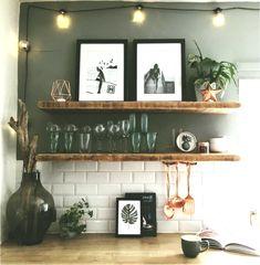 vintage home accents home accents shelves Metrofliesen und tolle Deko-Accessoires in der Kche Kitchen Colors, Kitchen Decor, Kitchen Ideas, Diy Fireplace, Wood Shelves, Open Shelves, Küchen Design, Kitchen Backsplash, Home Accents
